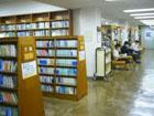 横浜中央図書館での自習~立派な建物で座席がたく …
